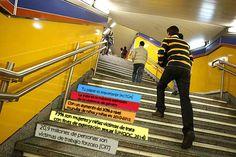 """""""¡ACTÚA!"""". La acción se lleva a cabo en una estación de metro de Madrid por ser un lugar de tránsito de una heterogeneidad de colectivos. La acción persigue la sensibilización contemplando los últimos datos estadísticos de los informes de laOIT y la Oficina de las Naciones Unidas contra la Droga y el Delito y dejando finalmente un mensaje enfatizando en la responsabilidad y compromiso que tenemos todas y todos en la lucha contra la trata de personas. AUTOR/A: CELIA PÉREZ."""