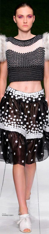 Laura Biagiotti Spring 2017 RTW Fashion 2017, Couture Fashion, Love Fashion, Fashion Beauty, Fashion Show, Fashion Outfits, Fashion Design, Black White Pattern, Laura Biagiotti