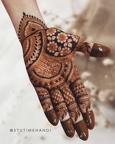 Mehndi Designs Front Hand, Floral Henna Designs, Stylish Mehndi Designs, Full Hand Mehndi Designs, Mehndi Designs For Girls, Mehndi Designs For Beginners, Mehndi Design Photos, Mehndi Designs For Fingers, Latest Mehndi Designs
