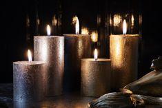 De beweging van een vlammetje en geuren die je aan herinneringen doen terug denken. Met de nieuwe True Magic collectie wil Bolsius deze magie bij je naar boven brengen. De warme kruidige geuren en metallic kleuren laten jouw interieur sprankelen en halen de magie van de natuur in huis. Pillar Candles, Candles