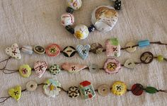 button bracelets - I make these with old buttons, waxed linen thread and some of my homemade buttons. Diy Buttons, Vintage Buttons, Button Art, Button Crafts, Beaded Jewelry, Handmade Jewelry, Jewellery, Metal Jewelry, Jewelry Necklaces