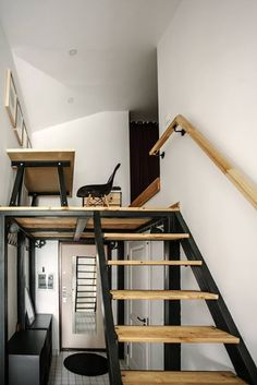 Virlova Interiorismo: [Deco] Mini ático de arquitecto con cocina en blanco y negro industrial