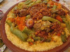 poivre, courge, gingembre, pois chiche, fève, courgette, Viandes, tomate, oignon, huile d'olive, eau, chou, navet, couscous, persil, sel, carotte, safran, safran