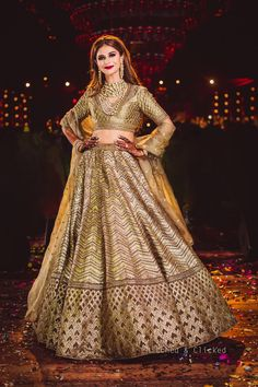 Navratri Special Chaniya Choli Design Collections With Images 2019 - Buy lehenga choli online Choli Designs, Lehenga Designs, Dress Designs, Indian Bridal Outfits, Indian Dresses, Wedding Dresses For Girls, Girls Dresses, Wedding Outfits, Golden Lehenga