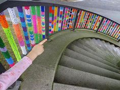 Le Yarn Bombing, nouveau phénomène dart urbain, envahit nos rues !