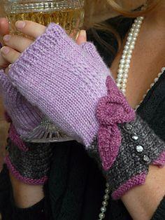 Ravelry: Coco Fingerless Mitts pattern by Julie Turjoman Ravelry: Motif Mitaines Coco par Julie Turjoman Fingerless Gloves Knitted, Knit Mittens, Knitting Socks, Crochet Gloves Pattern, Mittens Pattern, Knit Crochet, Knitting Projects, Knitting Patterns, Crochet Patterns