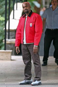 WHO: Kanye West I actually want to make new music with Kanye West and talk to him about a lot more different stuff not music I all ready know he is smart really smart Kanye West Outfits, Kanye West Style, Kanye West Fashion, Hip Hop Look, Style Hip Hop, Parisian Girl, Best Dressed Man, Mode Plus, Gucci Mane