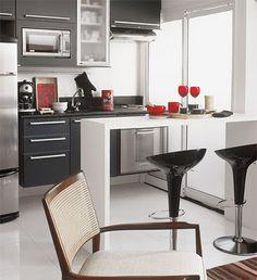 Cozinha Pequena: 16 Truques de Decoração - Cores da Casa ambientes com luminosidade e revestimento claro, abuse do verde