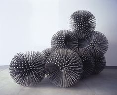 Esculturas con clavos por John Bisbee
