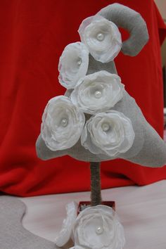 Льняная текстильная елка с цветами