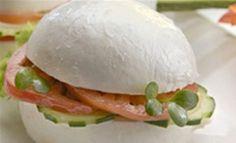 U zagrljaju mekane, ukusne mozzarelle smjestilo se hrskavo sezonsko povrće. Netipični sendviči idealan su brzi zalogaj ako pazite na liniju ili jednostavno želite impresionirati goste. U slast!