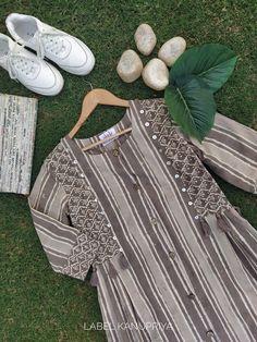 Simple Kurti Designs, Kurta Designs Women, Cotton Frocks, Kurta Style, Rajputi Dress, Pakistani Dresses Casual, Block Dress, Denim Fashion, Fashion Outfits