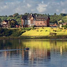 Hotel Cumbres Puerto Varas Hotel Cumbres Puerto Varas is in an impressive location offering a panoramic view of Puerto Varass Llanquihue Lake and volcanoes Osorno and Calbuco. Its spacious rooms have balconies and free Wi-Fi. Lodges, Canopy, Budgeting, City, Weekend Breaks, Volcanoes, Balconies, Wi Fi, 1