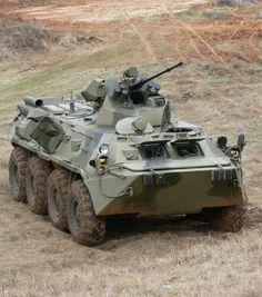 El BTR-80 es un vehículo de combate de infantería sobre ruedas. Fue utilizado por las tropas soviéticas en la guerra de Afganistán. Desde la década de los 90 es el principal vehículo blindado de transporte en el Ejército ruso. Military Gear, Military Weapons, Military Equipment, Army Vehicles, Armored Vehicles, Armoured Personnel Carrier, Tank Armor, Armored Fighting Vehicle, Modern Warfare
