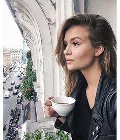 Josephine Skriver dans son hôtel parisien