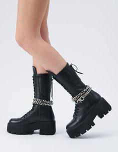 <p>Bocancii AZZURA sunt realizati din piele texturata, cu insertii cusute pe varf si laterale . Tocul este 7 cm iar talpa de 5 cm. Inaltime 30 cm.<br></p><p><br></p> Shoes, Zapatos, Shoes Outlet, Footwear, Shoe