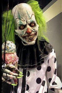 i am scared of clowns Disfarces Halloween, Halloween Carnival, Modern Halloween, Carnival Costumes, Creepy Carnival, Creepy Clown, Creepy Circus, Joker Clown, Creepy Horror