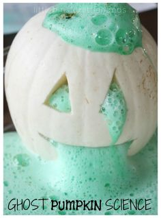 make an eruption this Halloween with a carved {or un-carved} ghost pumpkin science experiment. Turn a pumpkin into a volcano with simple kitchen science. Science Halloween, Happy Halloween, Halloween Baking, Halloween Crafts For Kids, Halloween Games, Fall Crafts, Halloween Party, Halloween Season, Preschool Halloween Activities