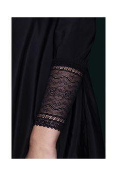 Jedwabna sukienka z koronkowym makietem