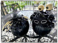 Easy, eerie & elegant Halloween black pumpkin decor Skeleton Decorations, Scary Halloween Decorations, Halloween Themes, Halloween Crafts, Spooky House, Halloween House, Halloween 2020, Spooky Halloween, Diy Cement Planters