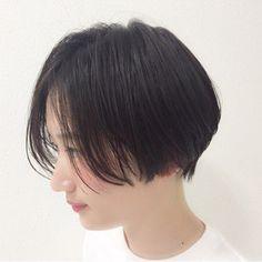 HAIR(ヘアー)はスタイリスト・モデルが発信するヘアスタイルを中心に、トレンド情報が集まるサイトです。20万枚以上のヘアスナップから髪型・ヘアアレンジをチェックしたり、ファッション・メイク・ネイル・恋愛の最新まとめが見つかります。 Tomboy Hairstyles, Cute Hairstyles For Short Hair, Girl Short Hair, Short Hair Cuts, Short Hair Styles, Braided Hairstyles, Dark Balayage, Balayage Hair, Cabello Hair