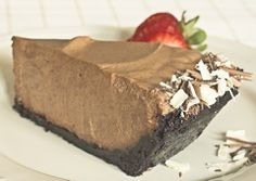 Ten minutes to heaven, chocolate lovers … your cloud is waiting ! Chocolate Truffle Pie Recipe, Chocolate Mousse Pie, Frozen Chocolate, Chocolate Truffles, Chocolate Recipes, Chocolate Lovers, Strawberry Recipes, Apple Recipes, Poffertjes Recipe