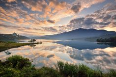 Morning Glow at Sun Moon Lake [5184x3456]