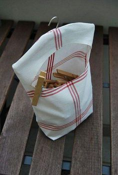 Klammerbeutel clothpin bag - Best Sewing Tips Fabric Crafts, Sewing Crafts, Diy Sewing Projects, Clothespin Bag, Peg Bag, Clothes Pegs, Storing Clothes, Creation Couture, Couture Sewing