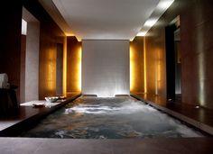 El vanguardista #hotel Omm en #Barcelona cuenta con Spaciomm, un #spa creado para disfrutar del #lujo en su circuito de aguas, hammam, rituales del mundo y de sus tratamientos faciales.
