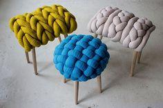 Me encantan estos taburetes con el asiento hecho de punto gigante!