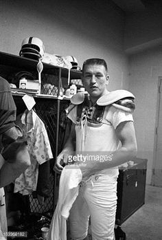 Baltimore Colts QB Johnny Unitas getting dressed in locker room before practice at Memorial Stadium Baltimore MD CREDIT Neil Leifer Nfl Football Players, American Football Players, Football Stuff, Football Photos, School Football, Sports Photos, Football Cards, Baseball Classic, Vintage Football