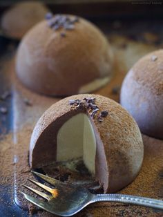 Raw Chocolate Tartufo (Free From: Dairy, Gluten and Grains, Refined Sugar, and Coconut) (Lactose Free Desserts Recipes) Raw Vegan Desserts, Raw Vegan Recipes, Vegan Treats, Paleo Dessert, Gluten Free Desserts, Dessert Recipes, Vegan Raw, Vegan Life, Health Desserts