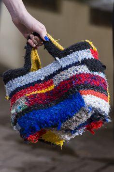 Daniela Gregis at Milan Fashion Week Fall 2017 - Details Runway Photos Bag Crochet, Crochet Handbags, Crochet Purses, Diy Bags Purses, Purses Boho, Art Bag, Boho Bags, Fabric Bags, Fabric Basket