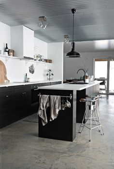 like the mix of beige and gray in this concrete floor Nordic Living Room, Black And White Interior, Metal Ceiling, White Interiors, Dream Apartment, Living Styles, Industrial Interiors, Black Kitchens, Ikea Kitchen
