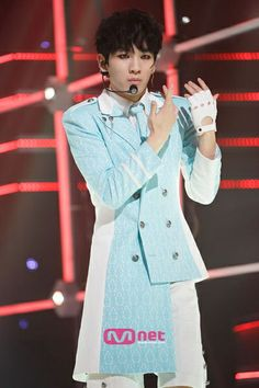 SHINee Key's charismatic ability to play an air flute and make it look sexy. (Everybody era:)