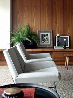 Os proprioetários do apartamento paulistano queriam viver em uma residência bem iluminada, com espaços generosos.