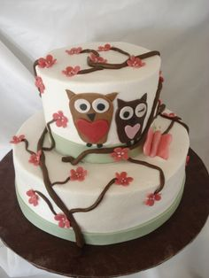 Now i really like this..Classy and not to crazy..I like this idea for a cake for a babyshower the owls are cute but i would probably end up adding some foxes and mushrooms and mabey a deer also:) <3