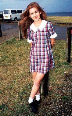 Isla in Home and Away Isla Fisher, Curvy Outfits, Girl Outfits, Movie Outfits, Cute School Uniforms, School Girl Dress, Tv Girls, Beautiful Blonde Girl, Kendall Jenner Outfits