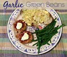 Garlic Green Beans - a quick and delicious side dish!!