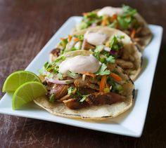 Chicken Recipe : Korean BBQ Chicken Tacos with Coleslaw and Sriracha Sour Cream