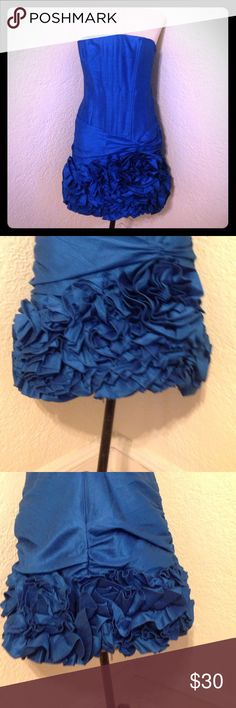 Jessica McClintock blue formal flower ruffle dress Bust 34 waist 32 hips 40 length from waist to hem 18. Boning in bodice to keep shape and hold dress up Material 100% polyester Jessica McClintock Dresses Strapless