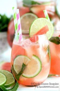 Fresh watermelon, lime, mint and soda make up the watermelon mojito, a perfect summer drink! Skip the rum to make a non-alcoholic mocktail! Watermelon Cocktail, Strawberry Mojito, Mojito Cocktail, Watermelon Lemonade, Pineapple Juice, Batch Cocktail Recipe, Mojito Recipe, Cocktail Recipes, Drink Recipes