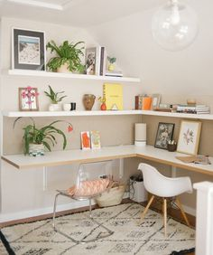 """705 curtidas, 3 comentários - DIY Home  (@diyhomebr) no Instagram: """"Home office com escrivaninha suspensa, estilo escandinavo e ainda comporta duas pessoas. Fonte:…"""""""