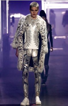 Pantaloni in lamé argentato ,Philip Plein autunn-inverno 2016-2017, Photo by Marcus Tondo, model:Kris Gottschalk