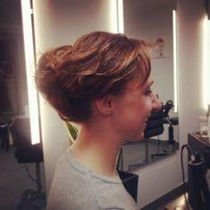 Stylizacja fryzury wykonana w salonie Szymon Kaczmarzyk Hair Stylist w Krakowie. Więcej stylizacji na http://skaczmarzyk.pl/galeria
