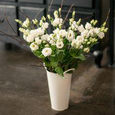 KW 15: 10 Japanrosen und 1 Bund Kirschblütenzweige für die Bodenvase