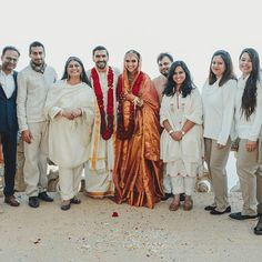 Deepika Padukone And Ranveer Singh Are All Smiles As They Strike A Pose With Their Wedding Planners Team - HungryBoo Indian Bridal Sarees, Indian Bridal Outfits, Indian Bridal Fashion, Bridal Lehenga, Lehenga Choli, Deepika Ranveer, Ranveer Singh, Deepika Singh, Aishwarya Rai