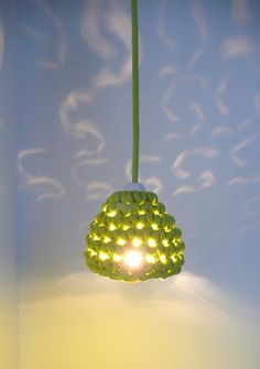 Pendant lamp with crocheted lampshade and textile cable - green