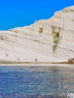 Scala dei Turchi, bianca scogliera a picco sul mare in Sicilia - Scala dei Turchi, white cliff overlooking the sea in Sicily