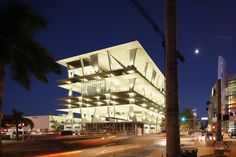 Herzog & De Meuron designed parking structure at 1111 Lincoln Road, South Beach, Miami Road Pictures, Weird Pictures, South Beach, Miami Beach, Parking Solutions, Lincoln Road, Expensive Houses, Commercial Real Estate, Car Parking